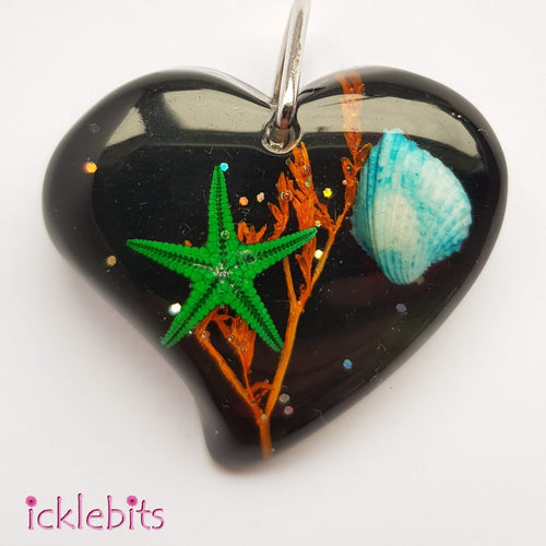 icklebits:*LAST ONE* Black/Grey Heart Pendant With Sea Shells And Glitter
