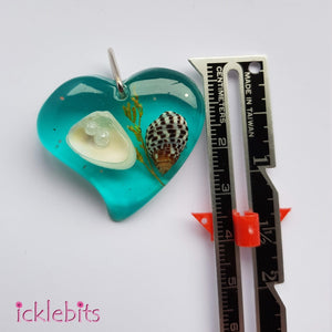 icklebits:Blue/Green Heart Pendant With Sea Shells and Glitter