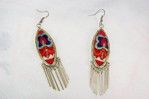 Eye-shaped medium earrings with dangles