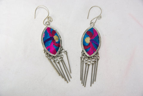 Eye-Shaped small earrings with dangles