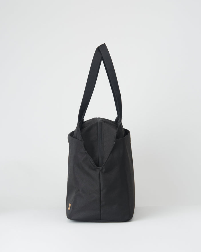 Image of product: Quest 25L Carry All Tote