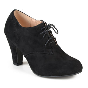 Wide Width Vintage Round Toe Lace-up Booties