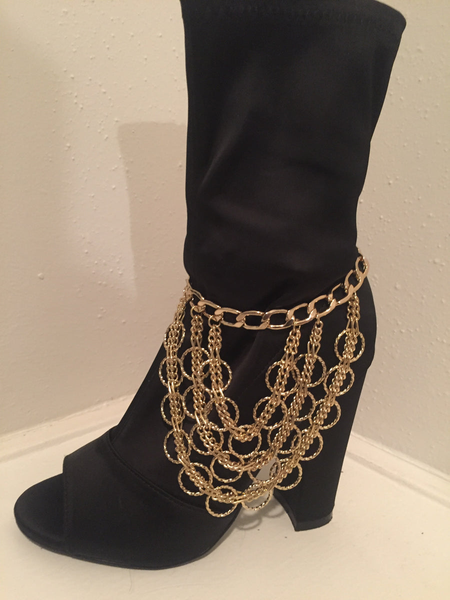 This is the gold chain ankle/shoe asccessory that can be worn with any pair of heels or boots.