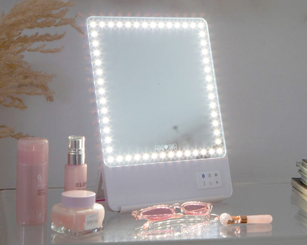 RIKI SKINNY lighted mirror for social media and content creators