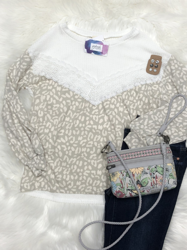 Waffle top with crochet lace and leopard