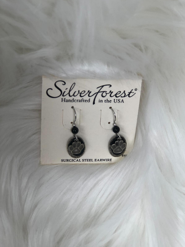 Paw print earrings in silver color