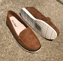 Load image into Gallery viewer, Tan Slip On Shoes