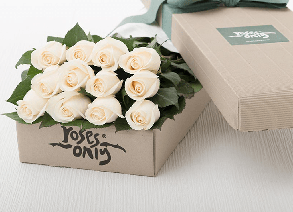 Mother's Day 12 White Cream Roses Gift Box
