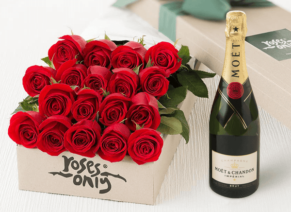 18 RED ROSE GIFT BOX & MOET CHANDON 750ML