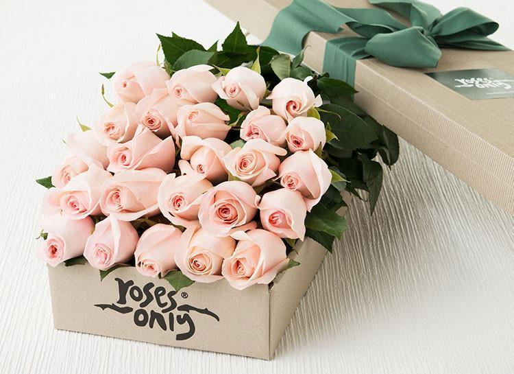 Box of roses pink flowers same day delivery hong kong roses 24 pastel pink roses gift box mightylinksfo