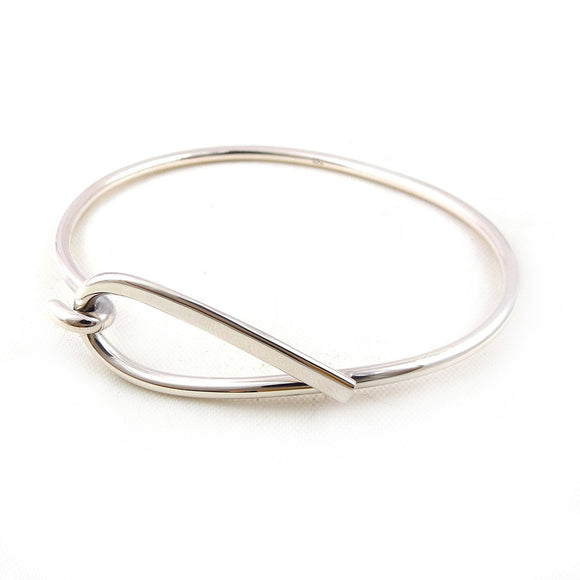 Hallmarked Sterling 925 Silver Front Hook Bracelet in a Gift Box