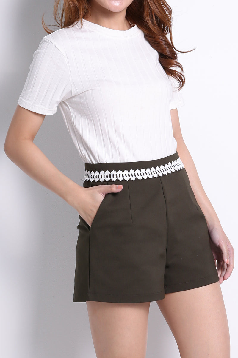 Fabric Waist Short Pants 10674