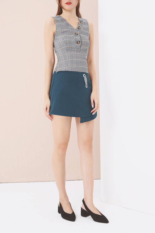 Flat Bar Closure Detail Shorts 3553 - ample-couture