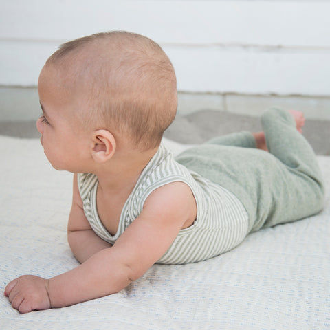 legging bébé en coton bio, trés douce, colour sage, naturel leggings bebes, Serendipity Organics, gots et fair trade certified