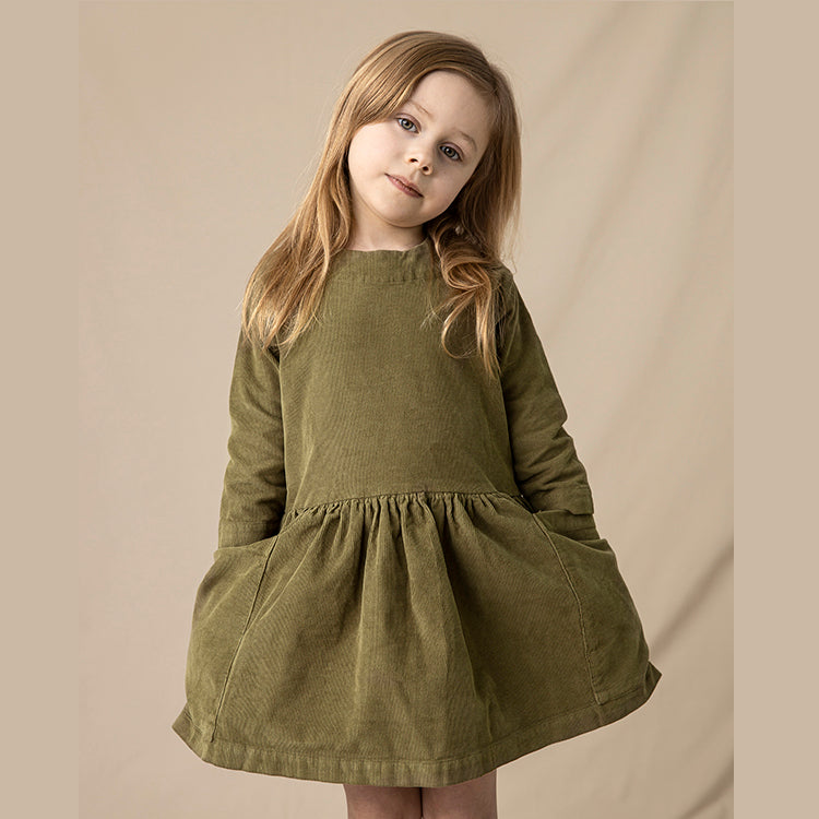 Robe enfants en velours côtelé, As We Grow Islande, Slow Fashion, Robe en velours côtelé olive