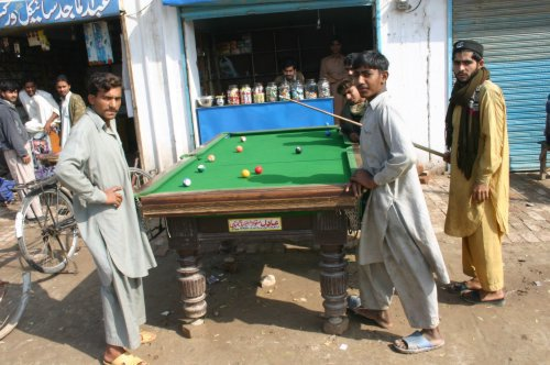 Australian Cricket Tours - The Game Of Snooker Is Very Popular In Pakistan, Even Outdoors Such As On The Roadside Here In Multan