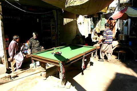 Australian Cricket Tours - The Game Of Snooker Is Very Popular In Pakistan, Even Outdoors Such As  In The Markets Of Rawalpindi
