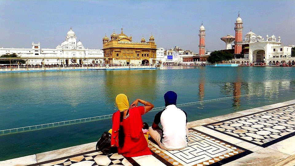 Australian Cricket Tours - An Indian Couple Sit Aside The Lake At The Golden Temple During Our Cricket Tour Pilgrimage To Amritsar, India