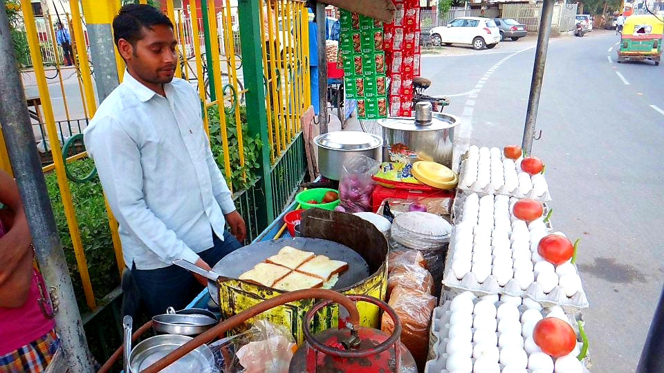 Australian Cricket Tours - Indian Street Food Is Brilliant, Especially The Quick & Easy Bread Omelee Being Made Here In Agra