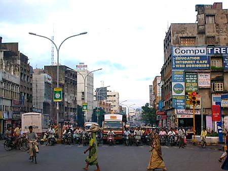 Australian Cricket Tours - The Traffic Waits On Central Avenue For The Green Light | Nagpur | India
