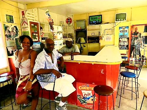 Australian Cricket Tours - On Our Australian Cricket Tour Of The West Indies, We Stopped At Kiddies Rum Shack, Barbados, We Met People At The Bar (Pictured) Whom We Met In 2003
