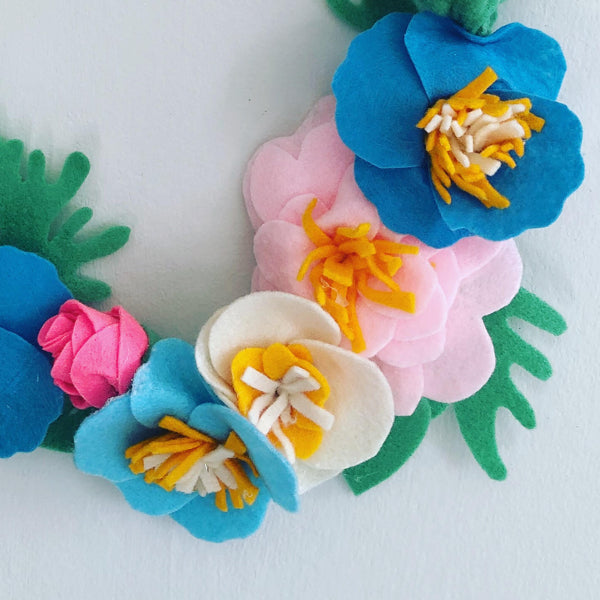 Learn how to Make Spring Felt Flower Wreathe with Couture Craft