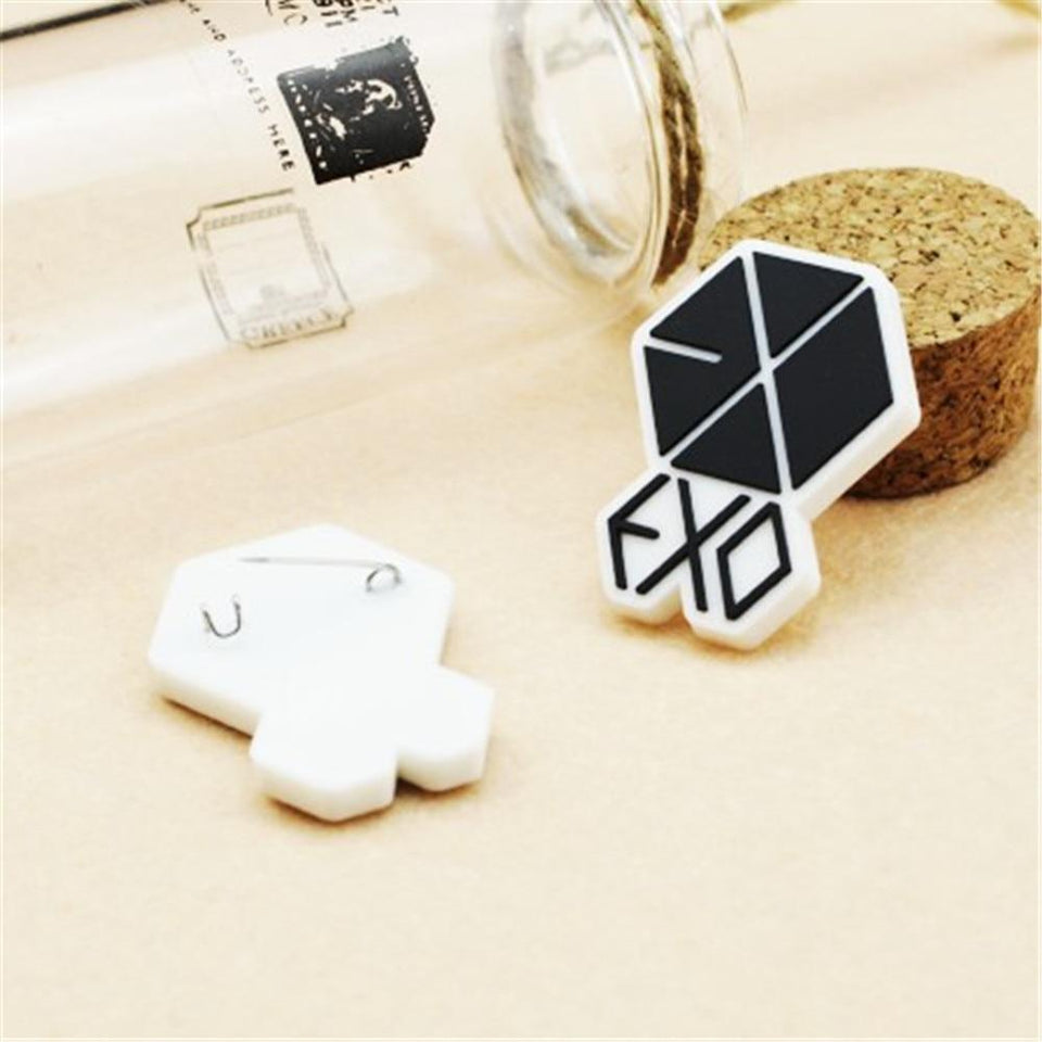 FREE EXO EXO-K EXO-M Team Logo Plastic Badge Pin - 2pcs