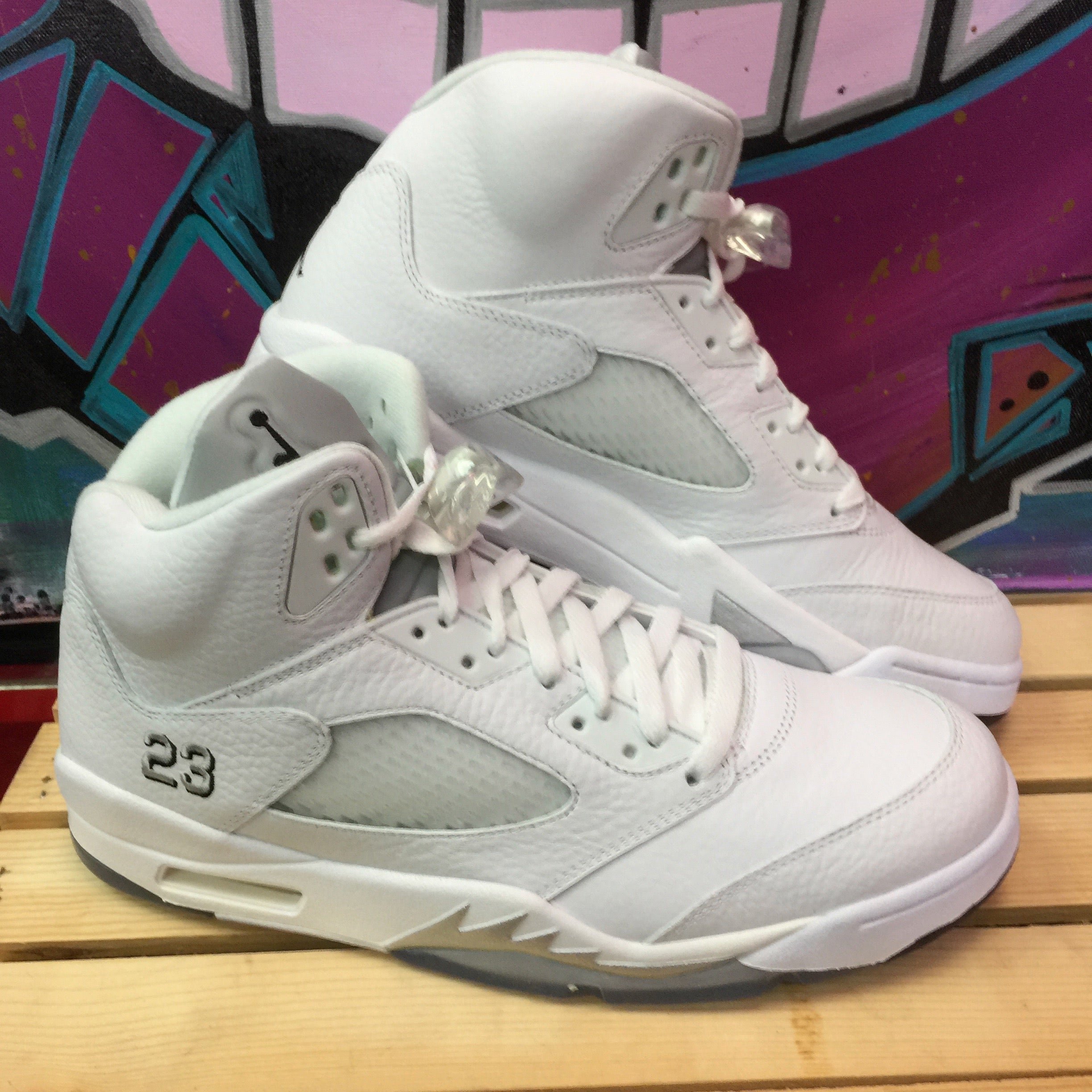 first rate d0784 87d1c Air Jordan 5 White Metallic - Size 11