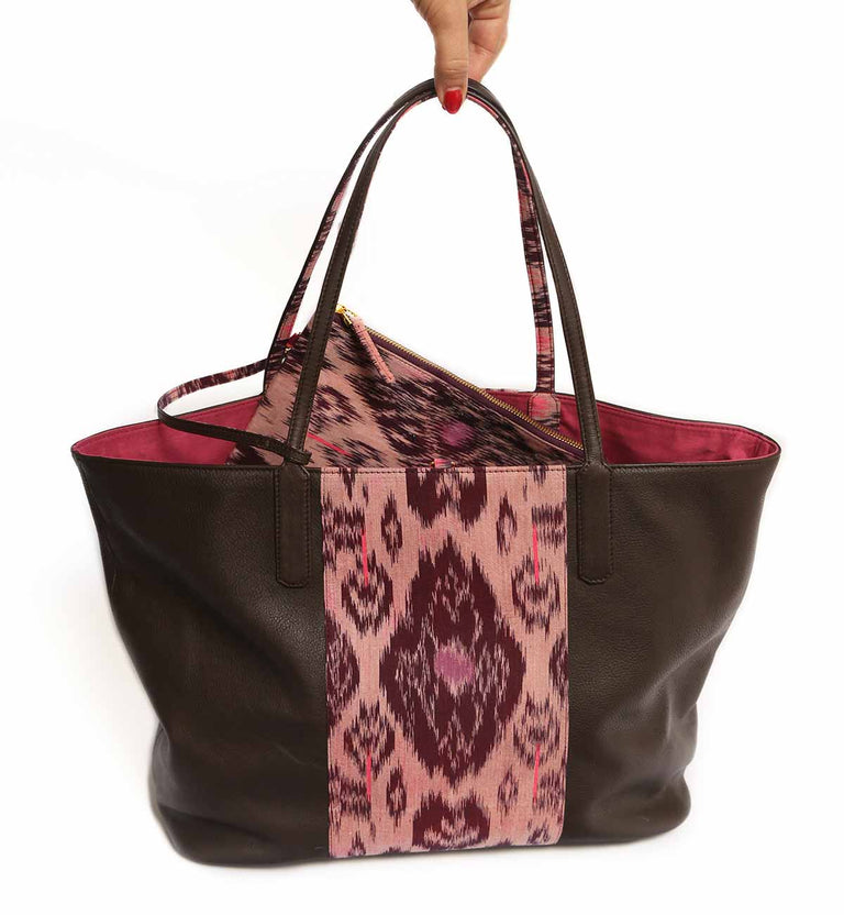 JAKARTA FEVER tote bag, Chocolate brown cow nappa leather, purple batik, gold-tone clasp, purple lining, inside patch pocket, removable inside purse in batik.