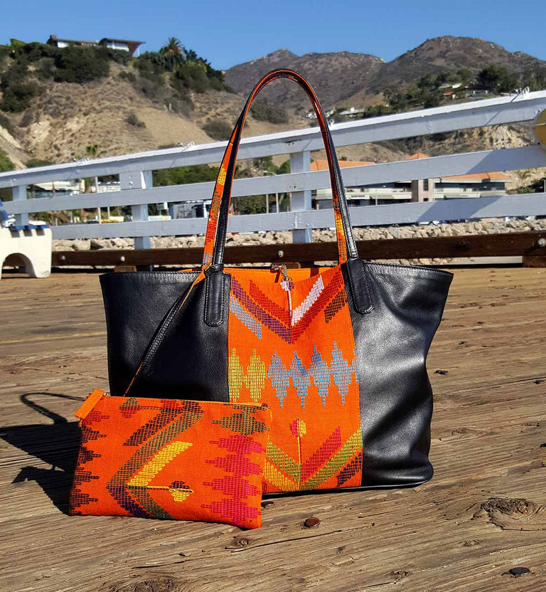 SPRITZ SPIRIT tote bag Black nappa cow leather, orange batik, gold-tone clasp, orange lining, inside patch pocket, removable inside purse in batik