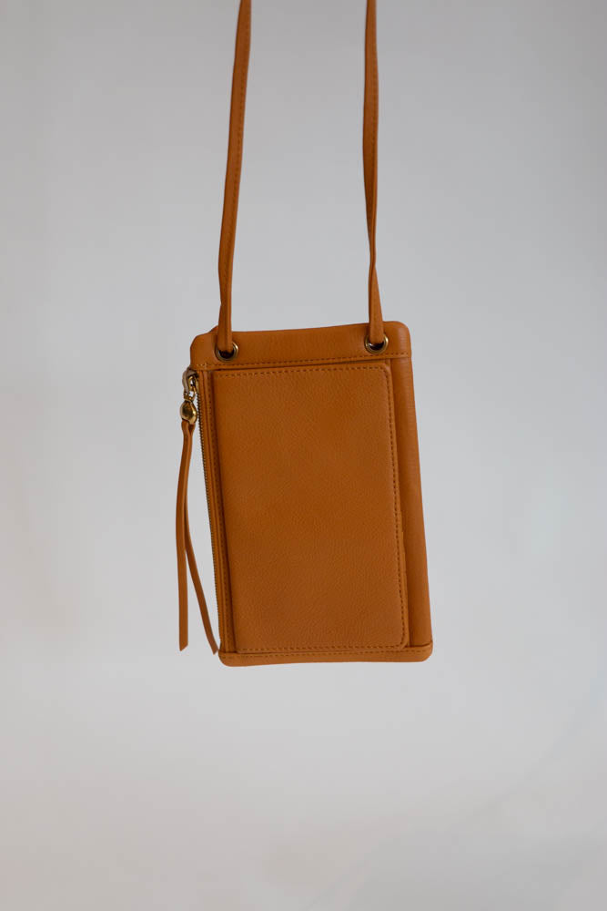Agile Crossbody - Willow House Boutique