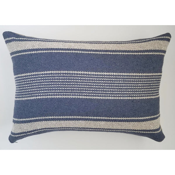 classic-blue-and-white-throw-pillows