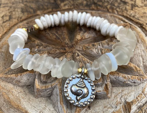 simply beautiful - Sea Glass Shell Bracelet