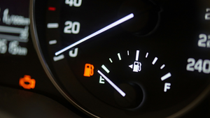 3 DRIVING HABITS THAT IMPROVE YOUR FUEL ECONOMY