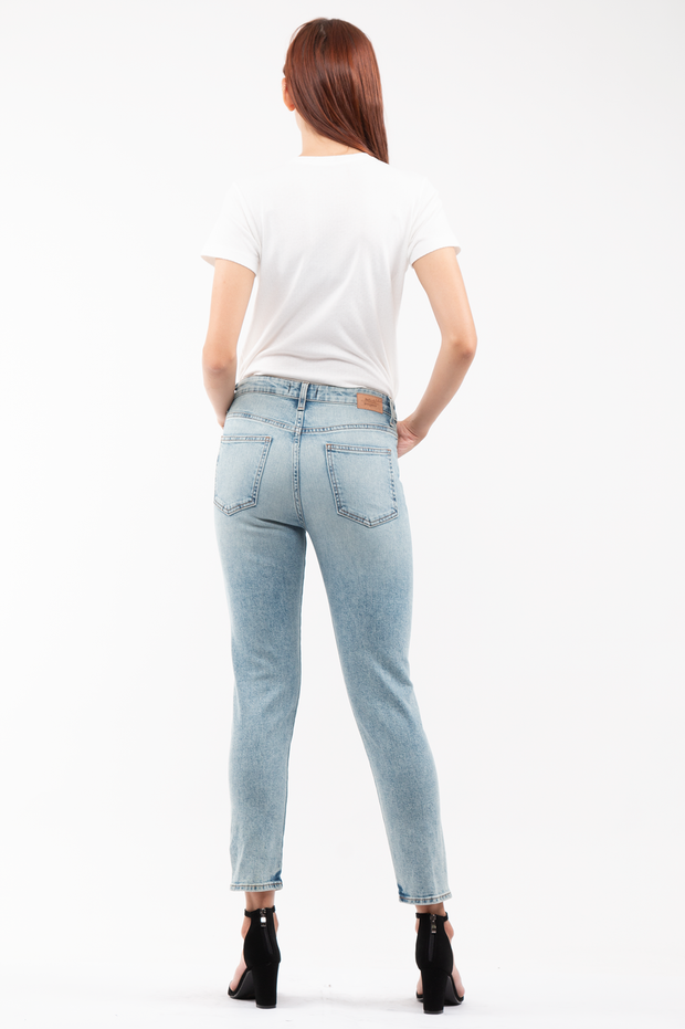 Ally Tapered Jeans in Salt