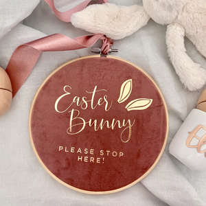 18.5cm Easter Bunny - Please stop Here Hoop