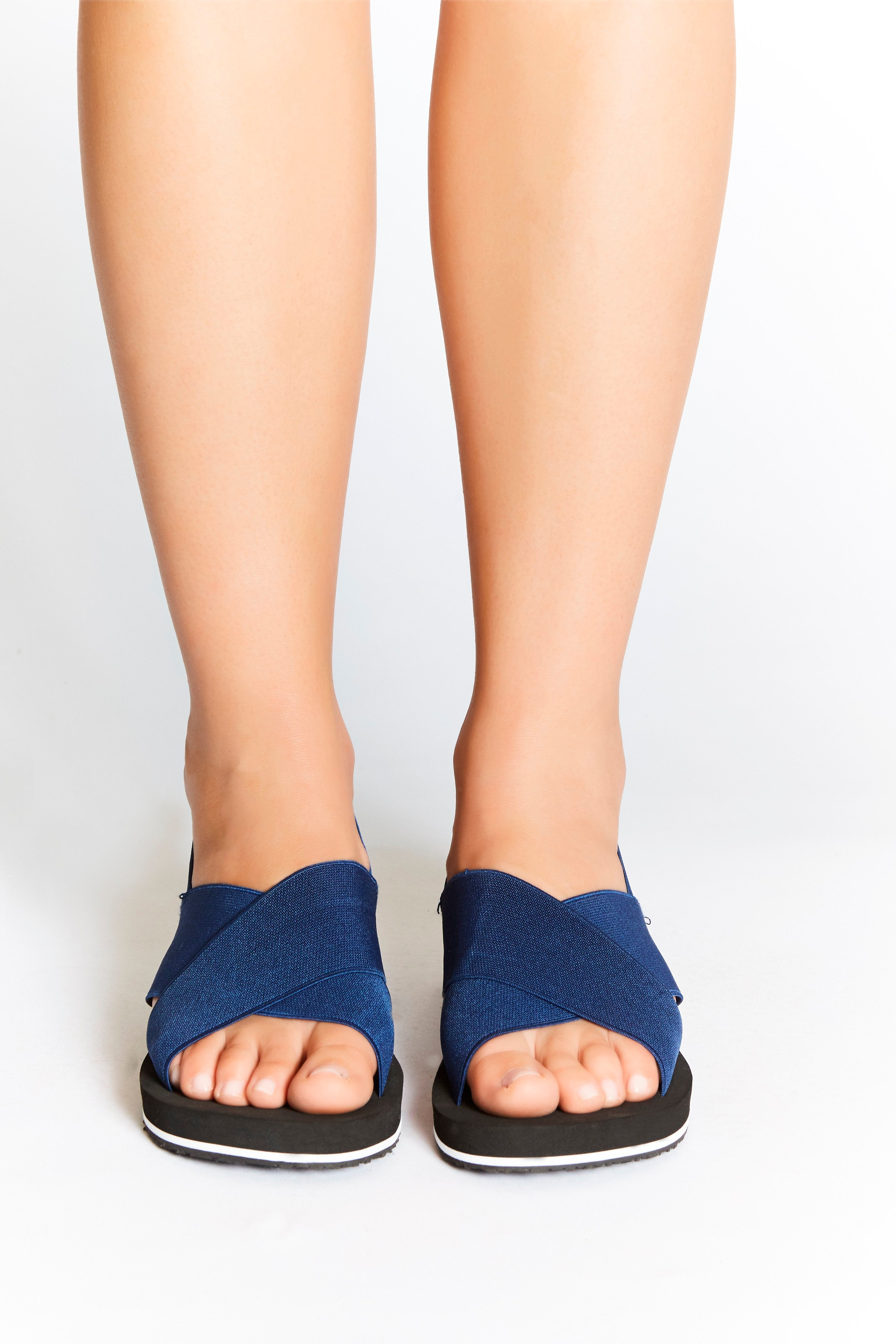 Comfortable, navy, non-leather sandals for modern, sporty and active women. Ideal for everyday, travel, yoga and style with comfort.