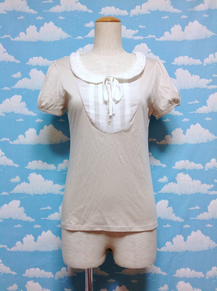 Lace Collar Chiffon Pleats Front Short Sleeve Cutsew in Beige