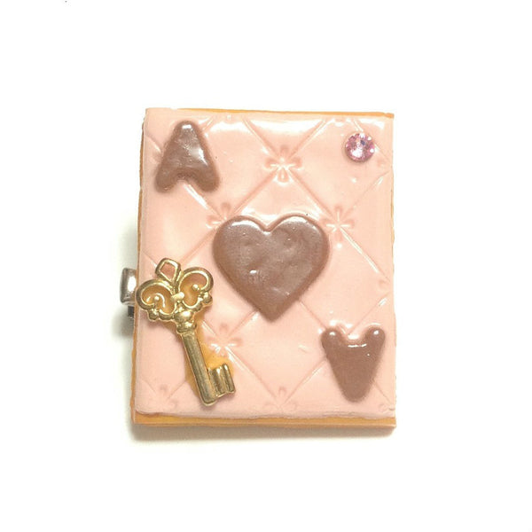 Trump Cookie Key Brooch/Clip in Pink x Brown from Chelsea