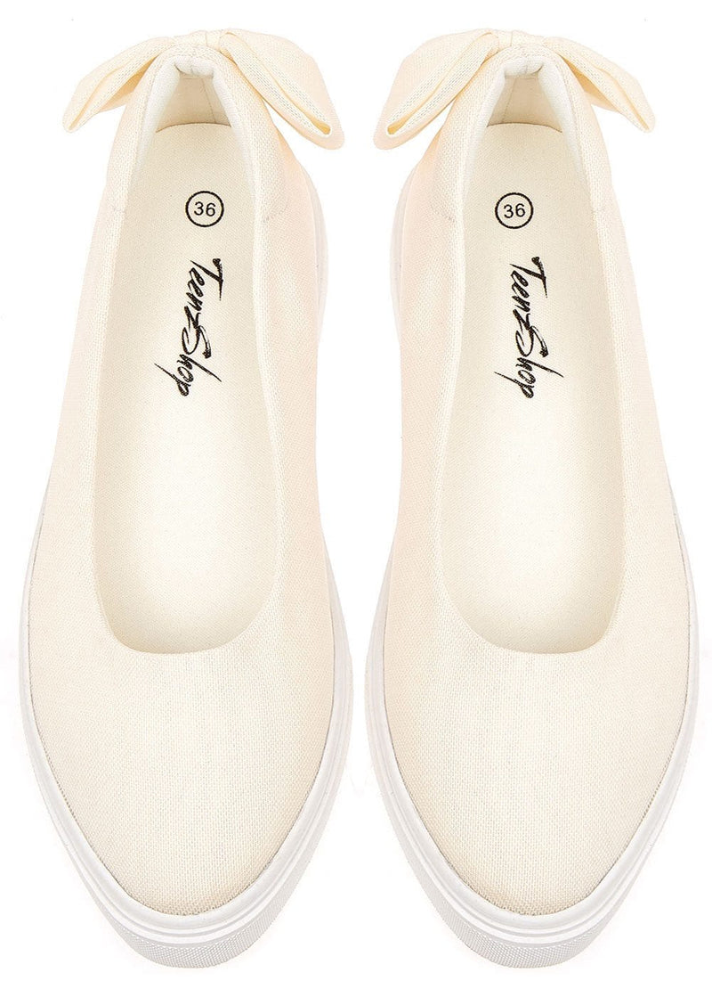 TeenzShop Girls White Perfect Plimsole with Bow