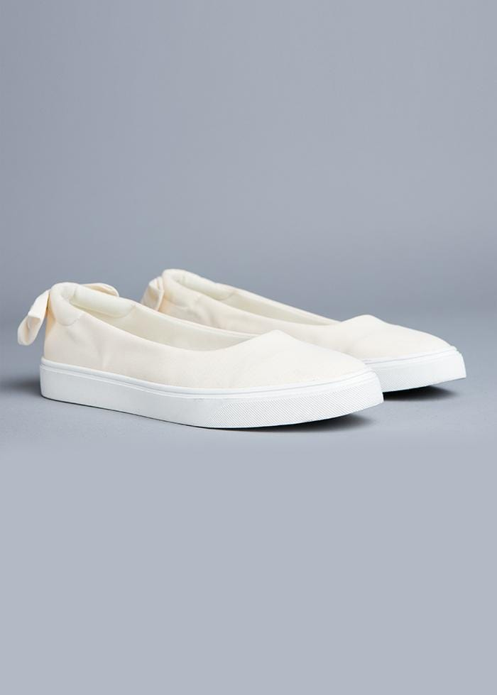 Girls White Perfect Plimsole with Bow