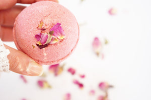 How to make your own Rose Petal Bath Bomb