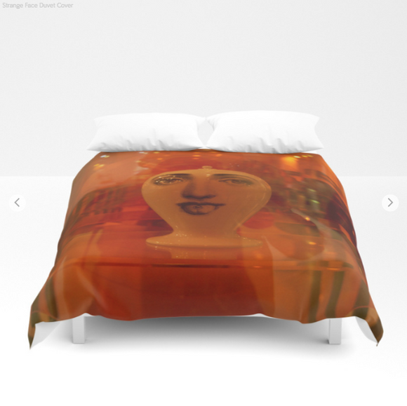 Duvet cover - Strange face in London