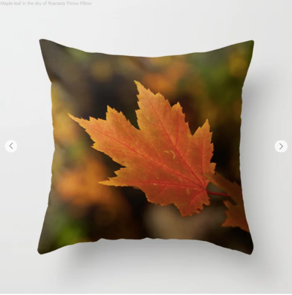 Maple leaf in the sky of canada - Decorative throw pillows