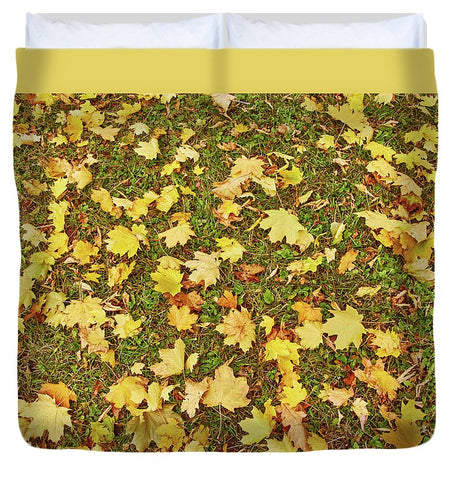 Image of Maple Leafs On The Ground - Duvet Cover - King - Duvet Cover