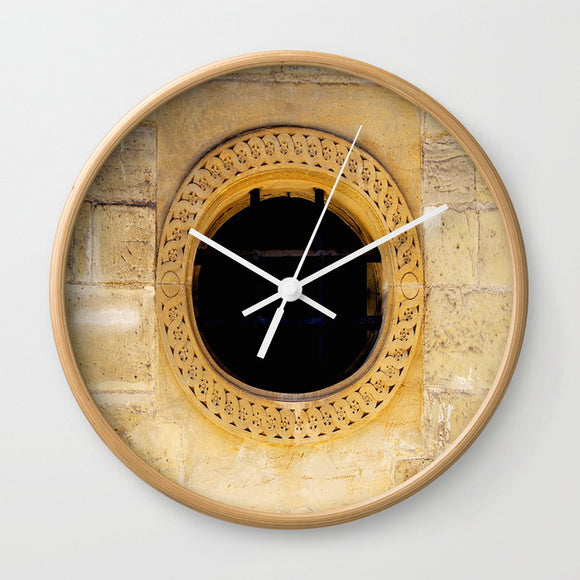 Wall clock - The hole in the wall