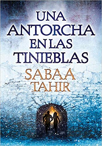 Una Antorcha En Las Tinieblas / A Torch Against the Night ( Una Llama Entre Cenizas / An Ember in the Ashes) by Sabaa Tahir (Marzo 14, 2017)