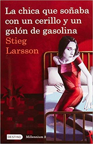 La chica que soñaba con un cerillo y un galon de gasolina: The Girl Who Played with Fire (Millenium) by Stieg Larsson (Marzo 22, 2011) - libros en español - librosinespanol.com