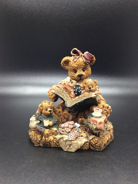 Momma Bear Reading To Her Cubs (Collectible)
