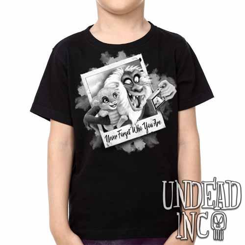 The Lion King Simba and Rafiki Selfie  -  Kids Unisex Girls and Boys T shirt Black Grey